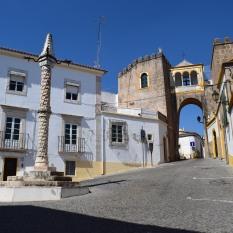 Pelourinho and Castle Gate